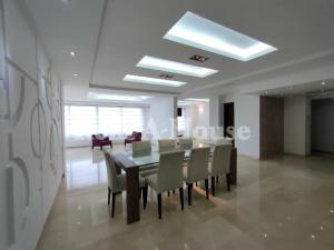 Apartamento En Ventaen Maracaibo, Avenida El Milagro, Venezuela, VE RAH: 21-10504