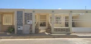 Casa En Ventaen Punto Fijo, Pedro Manuel Arcaya, Venezuela, VE RAH: 21-10533
