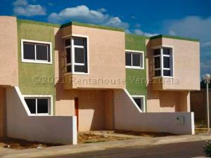 Townhouse En Ventaen Punto Fijo, Casacoima, Venezuela, VE RAH: 21-10586