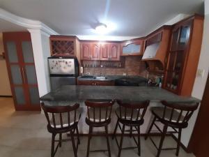 Apartamento En Ventaen Maracaibo, Avenida El Milagro, Venezuela, VE RAH: 21-10669
