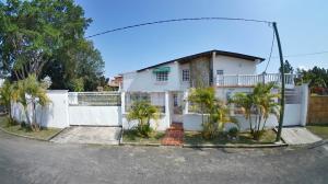 Casa En Ventaen San Antonio De Los Altos, Club De Campo, Venezuela, VE RAH: 21-10653