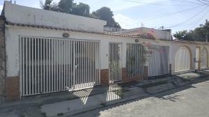 Casa En Ventaen Palo Negro, Conjunto Residencial Palo Negro, Venezuela, VE RAH: 21-10833