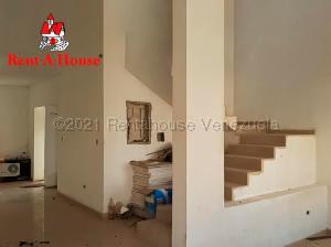 Townhouse En Ventaen Punto Fijo, Puerta Maraven, Venezuela, VE RAH: 21-10844