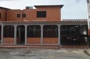 Townhouse En Ventaen Turmero, El Portal De Valle Lindo, Venezuela, VE RAH: 21-10990