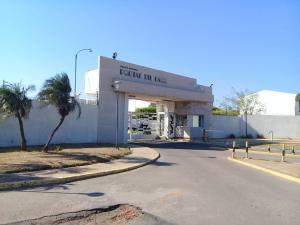 Townhouse En Ventaen Maracaibo, Fuerzas Armadas, Venezuela, VE RAH: 21-10941