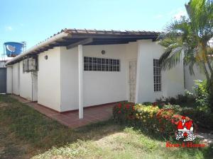 Casa En Ventaen Intercomunal Maracay-Turmero, Isacc Oliveira, Venezuela, VE RAH: 21-11013