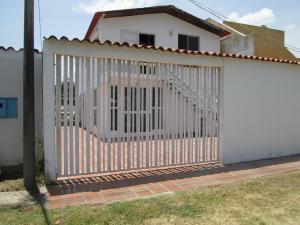 Casa En Ventaen Higuerote, Mirador Bahía De Buche, Venezuela, VE RAH: 21-11051