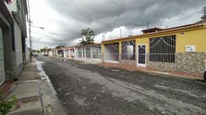 Casa En Ventaen Intercomunal Maracay-Turmero, Isacc Oliveira, Venezuela, VE RAH: 21-11177