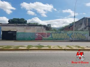 Terreno En Ventaen Maracay, Avenida Bolivar, Venezuela, VE RAH: 21-11201