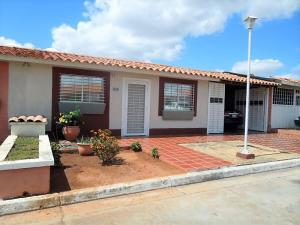 Casa En Ventaen El Tigre, Sector Avenida Intercomunal, Venezuela, VE RAH: 21-11551
