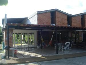 Townhouse En Ventaen Guarenas, Nueva Casarapa, Venezuela, VE RAH: 21-11559