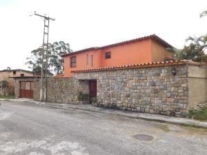 Casa En Ventaen Municipio Naguanagua, La Entrada, Venezuela, VE RAH: 21-11694