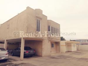 Townhouse En Ventaen Ciudad Ojeda, Avenida Vargas, Venezuela, VE RAH: 21-11692