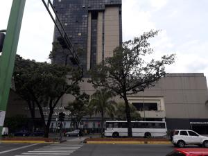 Local Comercial En Alquileren Valencia, Avenida Bolivar Norte, Venezuela, VE RAH: 21-13029