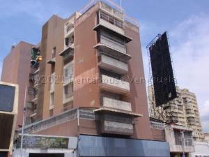 Apartamento En Ventaen Maracay, Avenida Bolivar, Venezuela, VE RAH: 21-11767