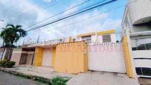 Townhouse En Ventaen Maracay, Andres Bello, Venezuela, VE RAH: 21-11790