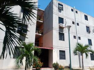 Apartamento En Ventaen Municipio Los Guayos, Buenaventura, Venezuela, VE RAH: 21-11843