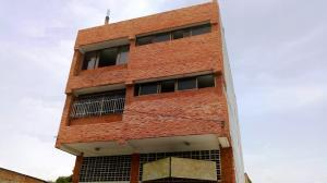 Edificio En Ventaen Maracay, Zona Centro, Venezuela, VE RAH: 21-11846