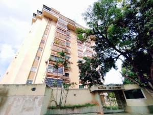 Apartamento En Ventaen Maracay, Barrio Sucre, Venezuela, VE RAH: 21-12011
