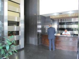 Oficina En Ventaen Caracas, Plaza Venezuela, Venezuela, VE RAH: 21-12330