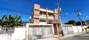 Townhouse En Ventaen Maracay, Andres Bello, Venezuela, VE RAH: 21-12194