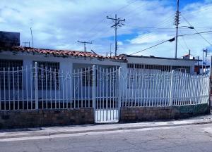 Casa En Ventaen Maracay, La Esmeralda, Venezuela, VE RAH: 21-12200