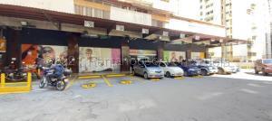 Local Comercial En Alquileren Caracas, Los Cortijos De Lourdes, Venezuela, VE RAH: 21-12221