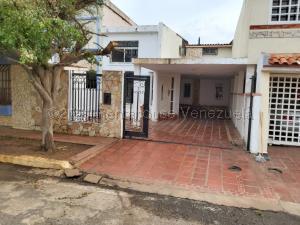 Townhouse En Ventaen Maracaibo, Lago Mar Beach, Venezuela, VE RAH: 21-12222