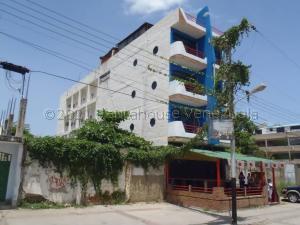 Edificio En Ventaen Higuerote, Ciudad Balneario Higuerote, Venezuela, VE RAH: 21-12476