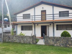 Casa En Ventaen La Puerta, Via Principal, Venezuela, VE RAH: 21-12381