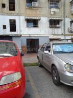 Apartamento En Ventaen Caracas, Caricuao, Venezuela, VE RAH: 21-12429