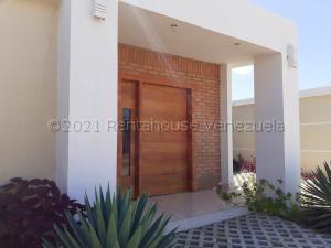 Casa En Ventaen Coro, Intercomunal Coro La Vela, Venezuela, VE RAH: 21-12480