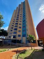 Apartamento En Alquileren Maracaibo, Avenida El Milagro, Venezuela, VE RAH: 21-12474
