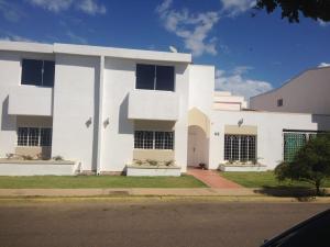 Townhouse En Ventaen Maracaibo, Fuerzas Armadas, Venezuela, VE RAH: 21-12604