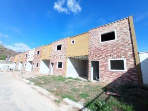 Townhouse En Ventaen Turmero, Valle Fresco, Venezuela, VE RAH: 21-12861