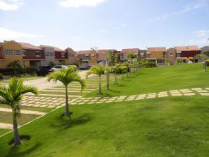 Townhouse En Ventaen Higuerote, Puerto Encantado, Venezuela, VE RAH: 21-13843
