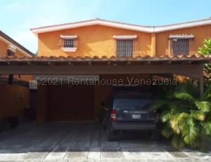 Townhouse En Ventaen Municipio San Diego, La Cumaca, Venezuela, VE RAH: 21-13432
