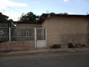 Casa En Ventaen Intercomunal Maracay-Turmero, Zona Industrial Saman De Guere, Venezuela, VE RAH: 21-13733
