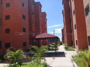 Apartamento En Ventaen Municipio Los Guayos, Paraparal, Venezuela, VE RAH: 21-13091
