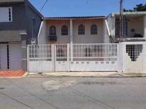 Townhouse En Ventaen Cabimas, Concordia, Venezuela, VE RAH: 21-13112