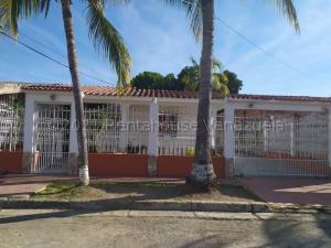 Casa En Ventaen Municipio Los Guayos, Las Aguitas, Venezuela, VE RAH: 21-13139
