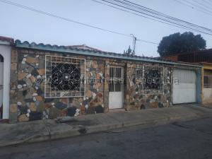 Casa En Ventaen Turmero, La Macareña, Venezuela, VE RAH: 21-13105