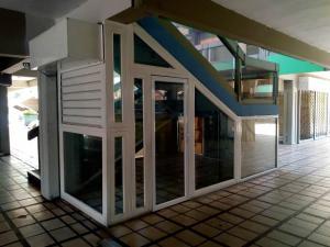 Local Comercial En Ventaen Maracay, Avenida Aragua, Venezuela, VE RAH: 21-13303