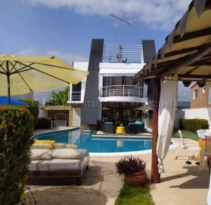 Casa En Alquileren Higuerote, Puerto Encantado, Venezuela, VE RAH: 21-13337