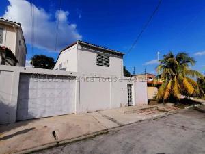Casa En Ventaen Cabudare, Parroquia José Gregorio, Venezuela, VE RAH: 21-13361