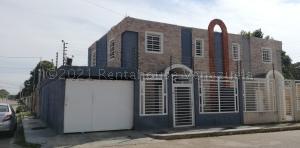 Townhouse En Ventaen Cabimas, Carretera H, Venezuela, VE RAH: 21-13466