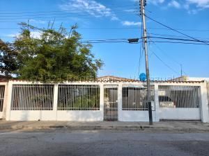 Casa En Ventaen Guacara, Ciudad Alianza, Venezuela, VE RAH: 21-13953