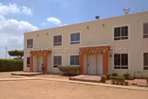Townhouse En Ventaen Maracaibo, Via La Concepcion, Venezuela, VE RAH: 21-13973