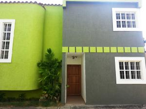 Townhouse En Alquileren Cabimas, Nueva Delicias, Venezuela, VE RAH: 21-13500