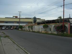 Terreno En Ventaen Ciudad Ojeda, Avenida Bolivar, Venezuela, VE RAH: 21-13592